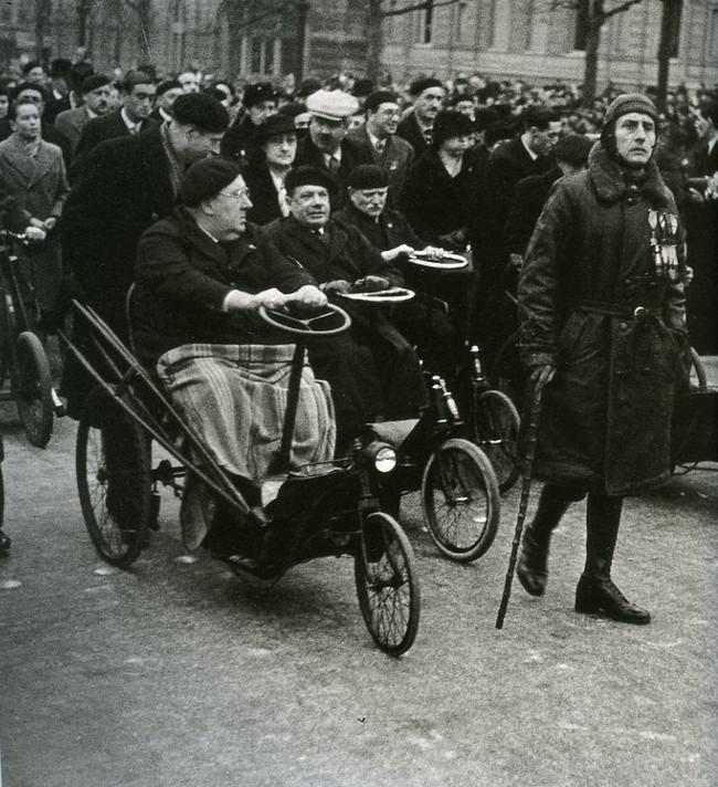 로버트 카파 (Rebert Capa) 1936 거리의 사람들.jpg