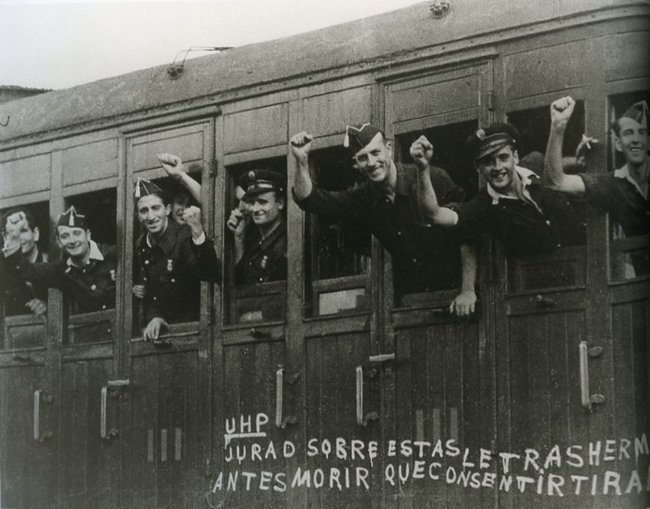 로버트 카파 (Rebert Capa) 1936 병행열차.jpg