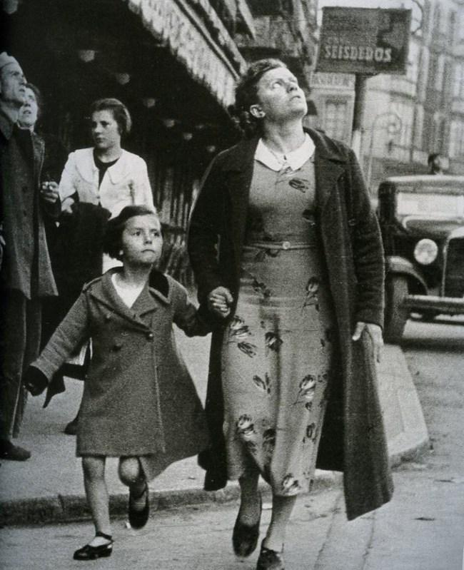 로버트 카파 (Rebert Capa) 1937 모녀.jpg