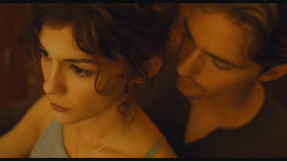 Audrey Tautou - Chanel No. 5 Perfume Commercial Directed By Jean-Pierre Jeunet (Amelie)  (1080p).mp4_20151120_230821.718.jpg