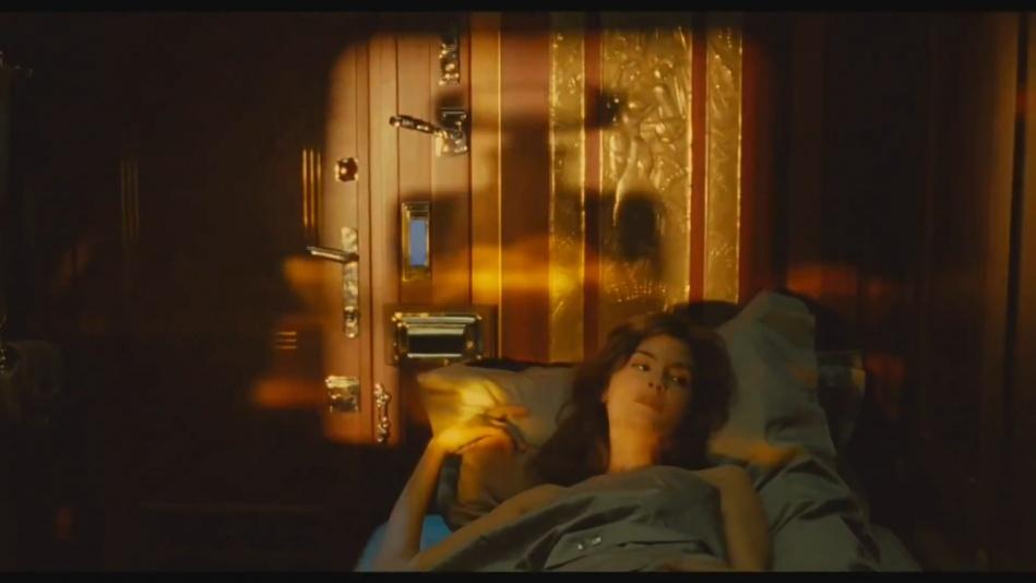 Audrey Tautou - Chanel No. 5 Perfume Commercial Directed By Jean-Pierre Jeunet (Amelie)  (1080p).mp4_20151120_231006.156.jpg