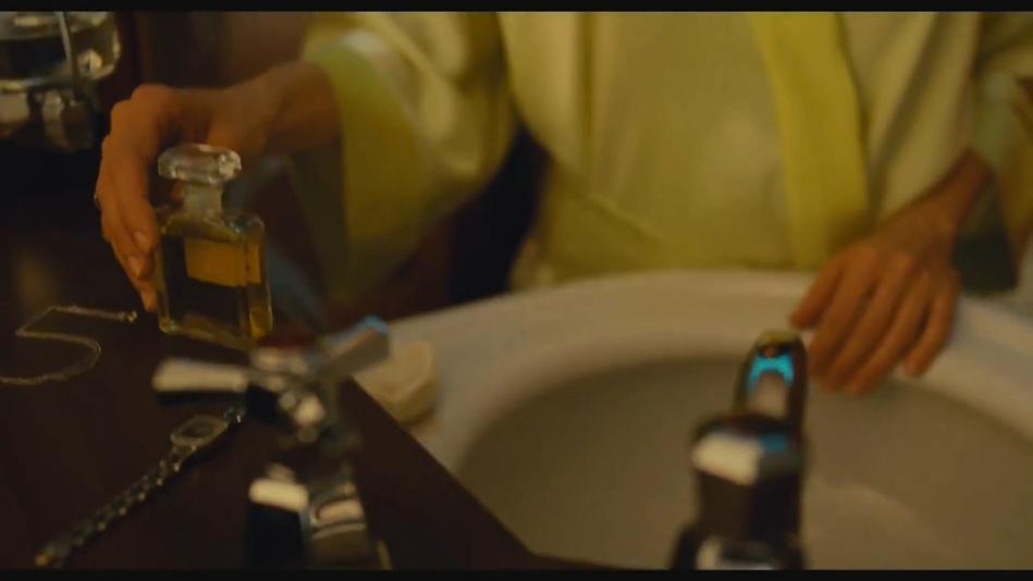 Audrey Tautou - Chanel No. 5 Perfume Commercial Directed By Jean-Pierre Jeunet (Amelie)  (1080p).mp4_20151120_230900.296.jpg