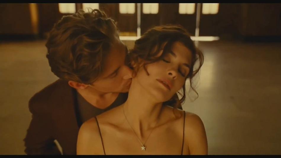 Audrey Tautou - Chanel No. 5 Perfume Commercial Directed By Jean-Pierre Jeunet (Amelie)  (1080p).mp4_20151120_231209.218.jpg
