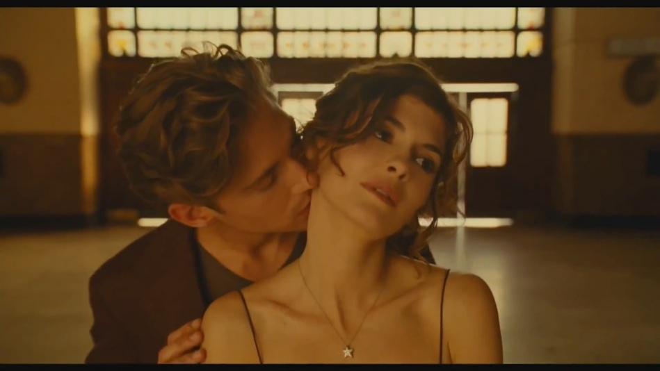 Audrey Tautou - Chanel No. 5 Perfume Commercial Directed By Jean-Pierre Jeunet (Amelie)  (1080p).mp4_20151120_231206.468.jpg