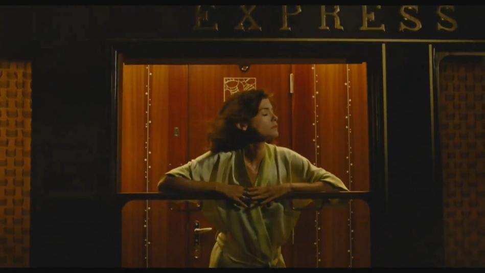 Audrey Tautou - Chanel No. 5 Perfume Commercial Directed By Jean-Pierre Jeunet (Amelie)  (1080p).mp4_20151120_231103.015.jpg