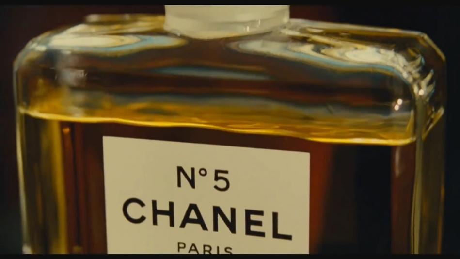 Audrey Tautou - Chanel No. 5 Perfume Commercial Directed By Jean-Pierre Jeunet (Amelie)  (1080p).mp4_20151120_230950.734.jpg