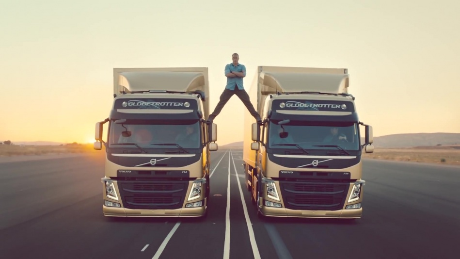 Volvo Trucks - The Epic Split feat. Van Damme (Live Test)  (1080p).mp4_20151108_190840.812.jpg