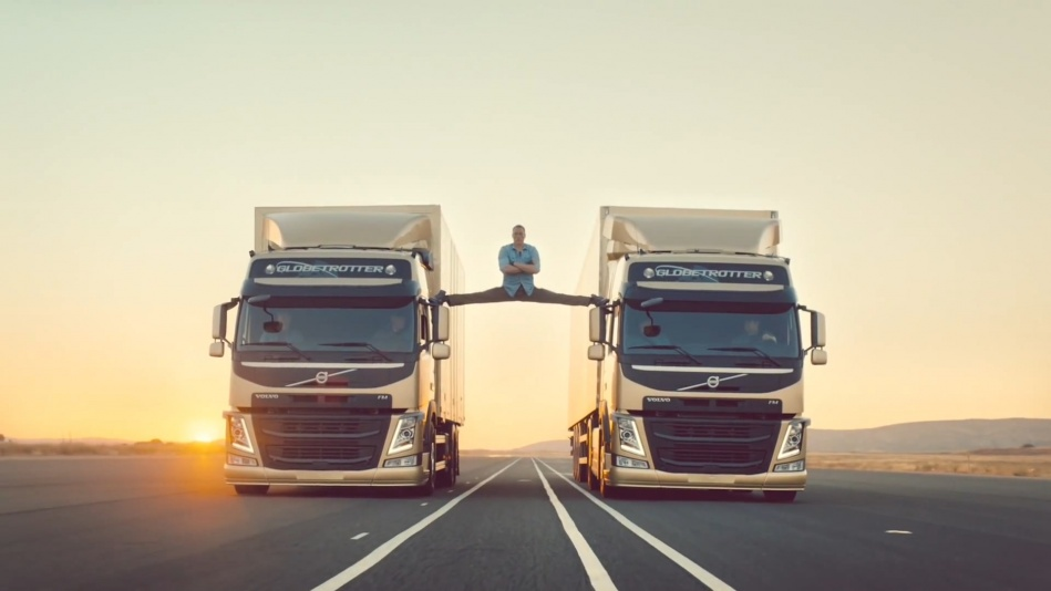 Volvo Trucks - The Epic Split feat. Van Damme (Live Test)  (1080p).mp4_20151108_190851.750.jpg
