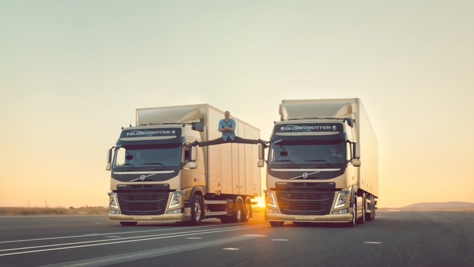 Volvo Trucks - The Epic Split feat. Van Damme (Live Test)  (1080p).mp4_20151108_190952.953.jpg