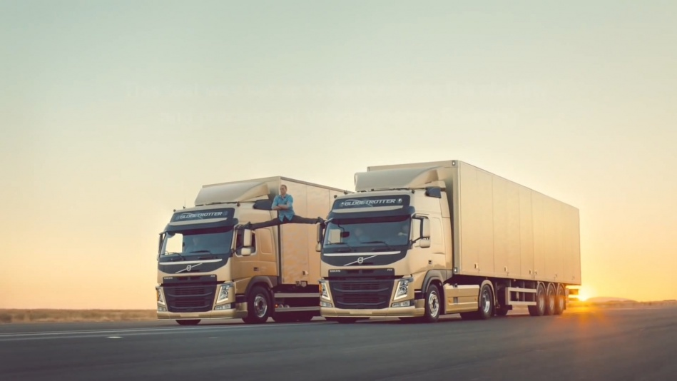 Volvo Trucks - The Epic Split feat. Van Damme (Live Test)  (1080p).mp4_20151108_191000.625.jpg