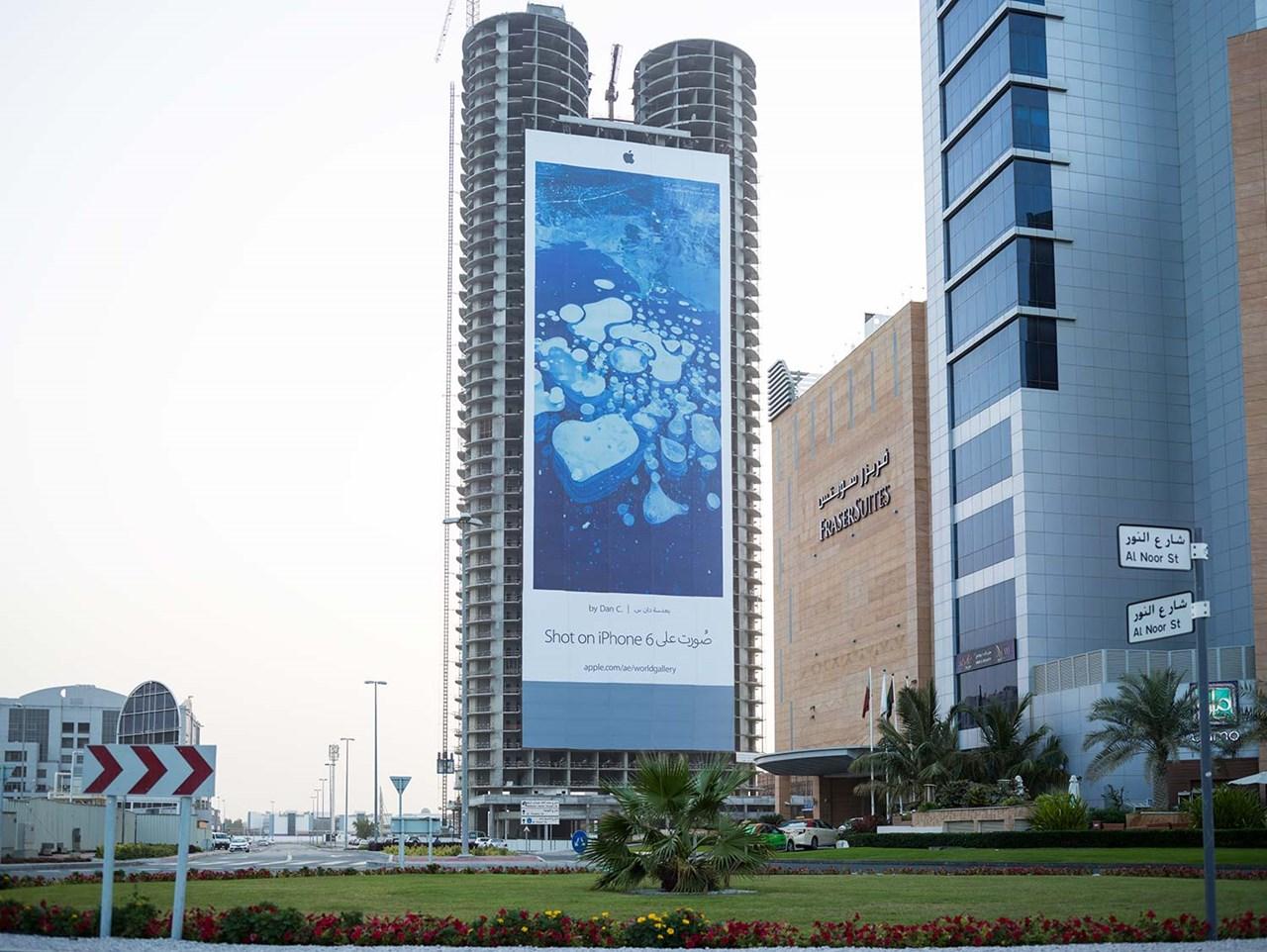 애플 아이폰6 옥외광고 아이폰은 찍은 사진 두바이, Photo by Dom Romney.jpg