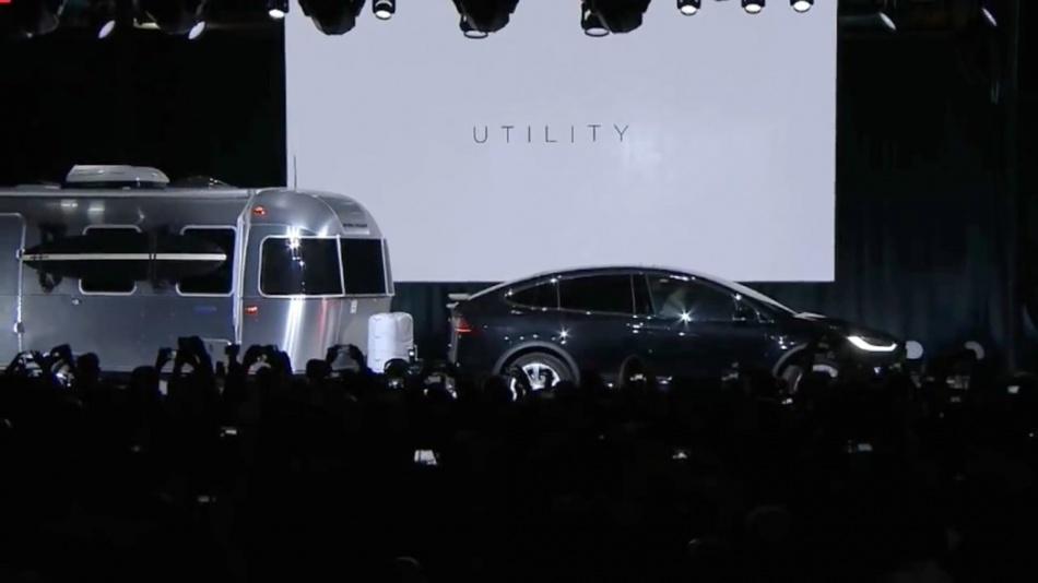 Elon Musk launches Tesla Model X (9.29.15) (720p).mp4_20151003_130806.921.jpg