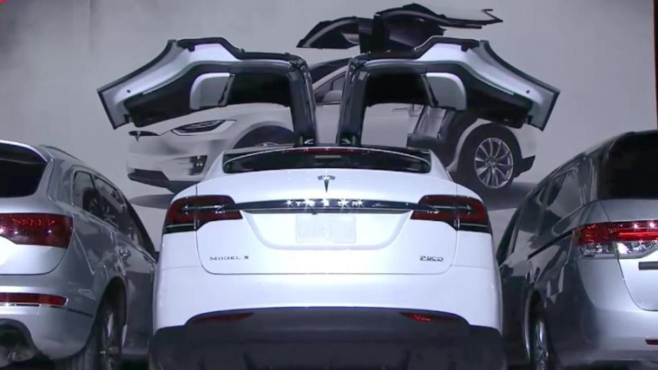Elon Musk launches Tesla Model X (9.29.15) (720p).mp4_20151003_033444.640.jpg