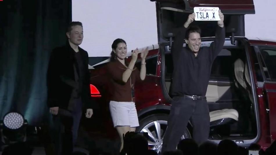 Elon Musk launches Tesla Model X (9.29.15) (720p).mp4_20151003_034226.328.jpg