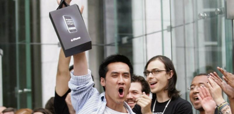 2007년 6월 29일 아이폰 최초 구입자_20070615_Apple_iPhone_2007_Reuters.jpg