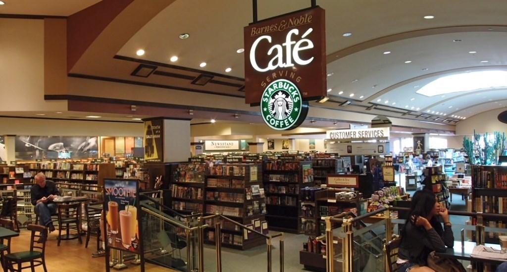 미국 서점 반스앤 노블(Barnes & Noble)서점안에 있는 스타벅스 resize.jpg