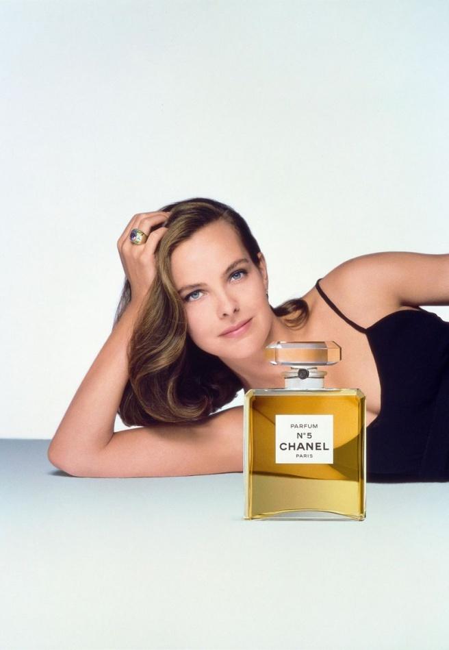 1993년 샤넬 No5 광고_캐롤 부케(Carole Bouquet)를 모델로 패트릭 드마슐리애(Patrick Demarhelier)가 촬영.jpg