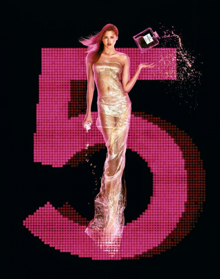 2000년 샤넬 No5 광고_에스텔라 워렌(Estella Warren)을 모델로 장 폴 구드(Jean Paul Groude)가 촬영.jpg