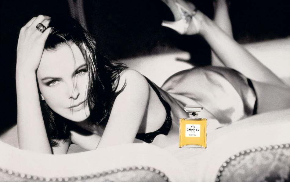 1997년 샤넬 No5 광고_캐롤 부케(Carole Bouquet)를 모델로 도미니크 이세르만(Dominique Issermann)이 촬영.jpg