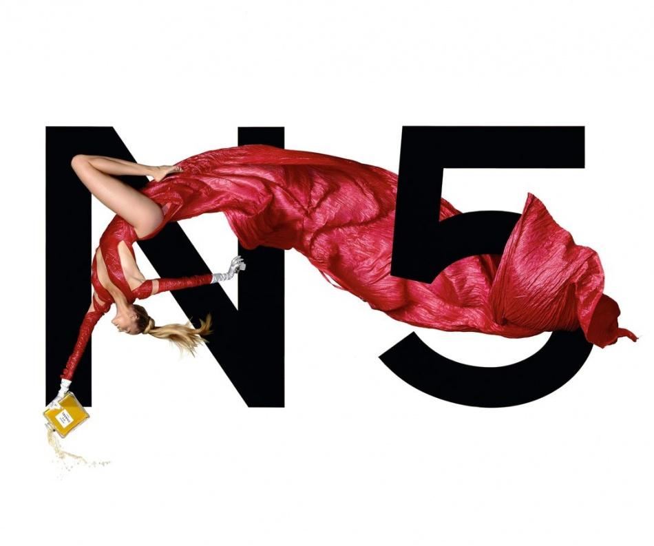 1999년 샤넬 No5 광고_에스텔라 워렌(Estella Warren)을 모델로 장 폴 구드(Jean Paul Groude)가 촬영.jpg