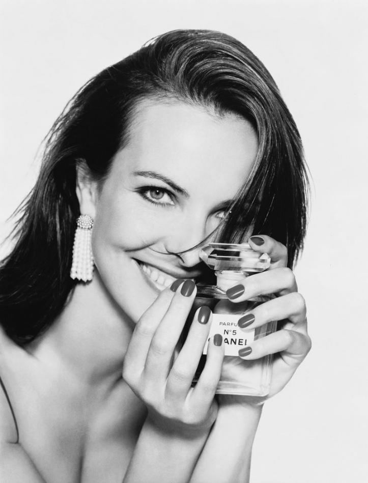 1996년 샤넬 No5 광고_캐롤 부케(Carole Bouquet)를 모델로 패트릭 드마슐리애(Patrick Demarhelier)가 촬영.jpg