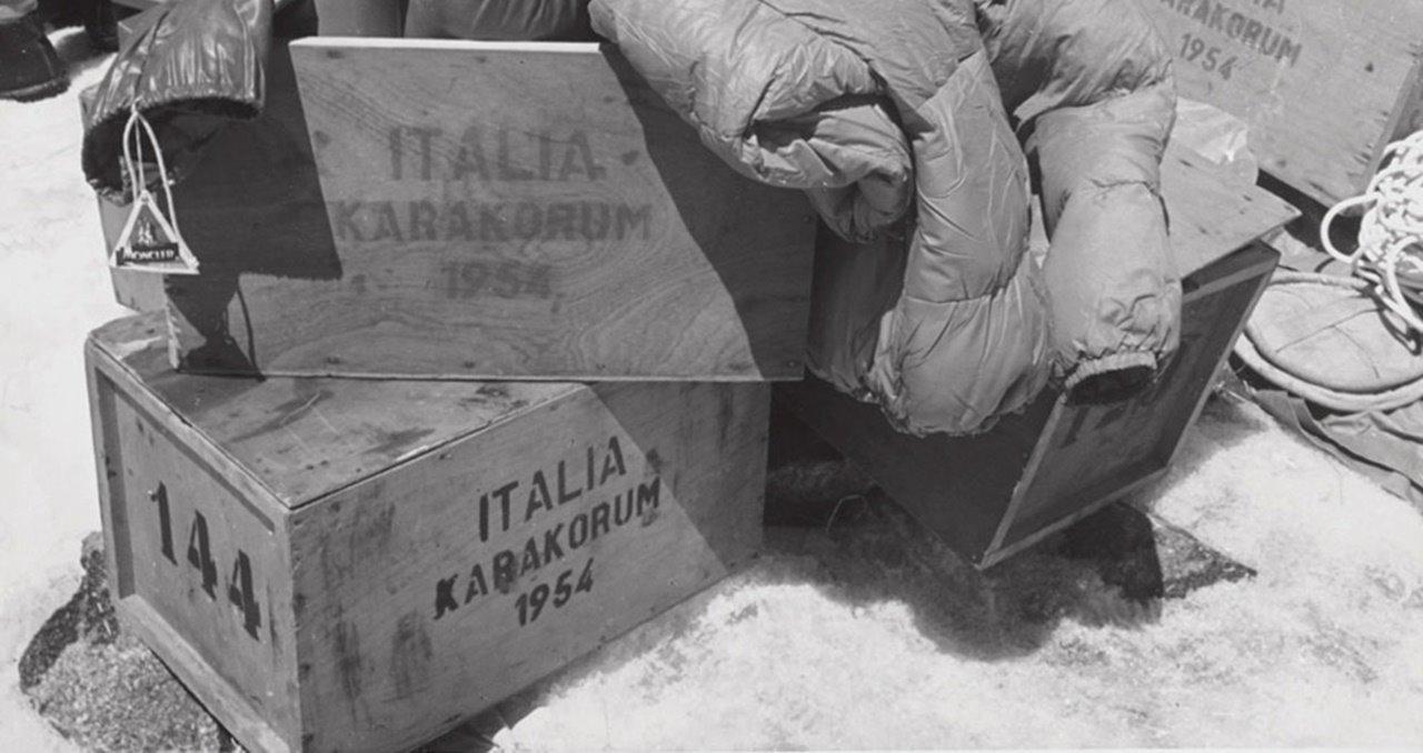 몽클레르(Moncler) 역사_In 1954, Italians Lino Lacedelli and Achille Compagnoni climbed K2 with #moncler down jackets #K2 #2014 #expedition2.jpg