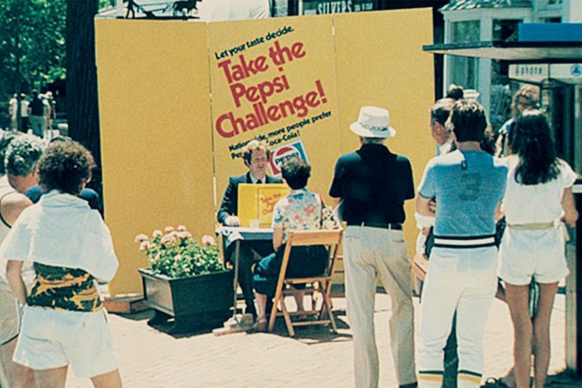 Pepsi Challenge 펩시와 콜라를 시음하는 장면.jpg