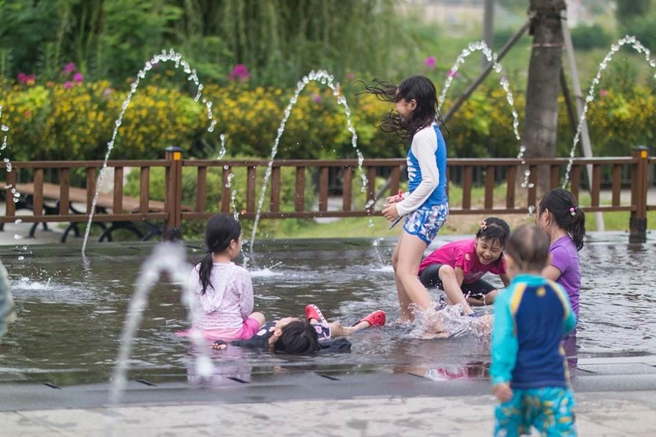 광교호수공원 풍경_물놀이-6786