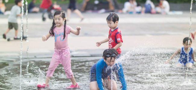 광교호수공원 어반레비(Urban levee)에서 즐거운 물놀이 풍경