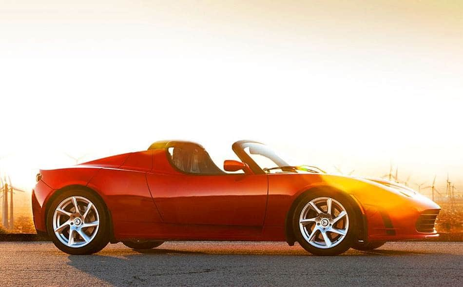 최초의 전기자동차 스포츠카인 테슬라 로드스터