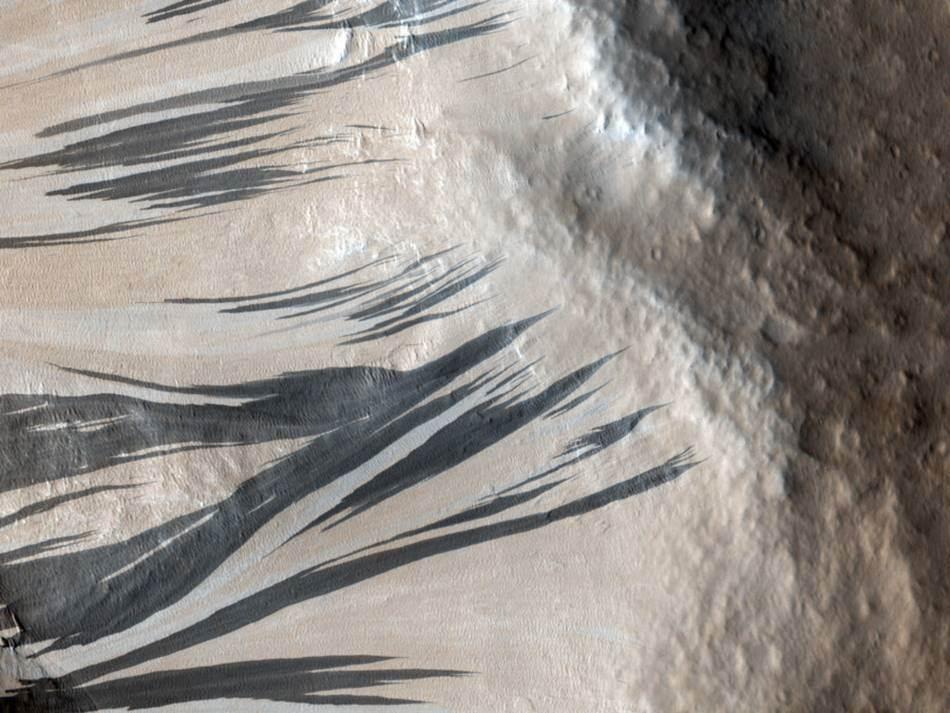 %eb%82%98%ec%82%ac-%ed%99%94%ec%84%b1-%ec%82%ac%ec%a7%84_picture-of-the-day_20100301_slope-streaks-in-acheron-fossae-on-mars
