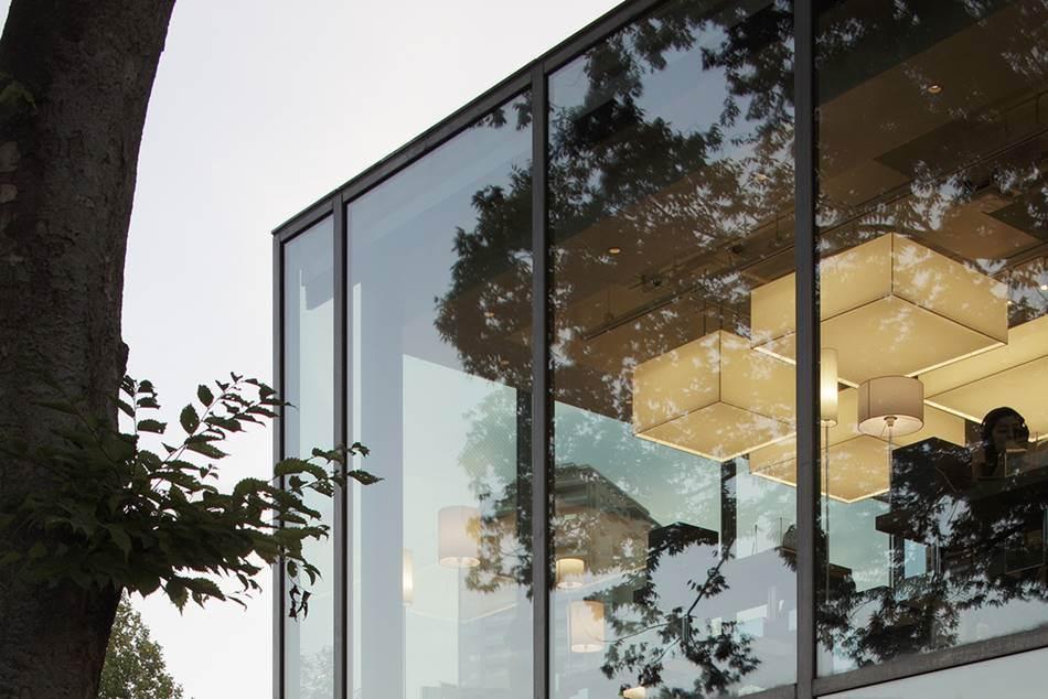 다이칸야마 츠타야서점을 설계한  Klein Dytham architecture에서 공개한 다이칸야마 츠타야서점 사진 이미지03_tsutaya_ccc_2012_07_015-02