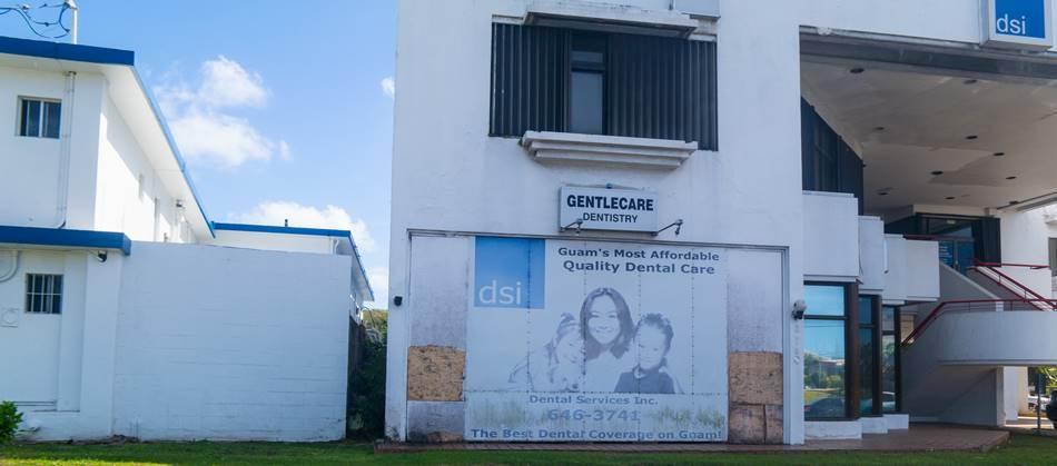 괌의 담벼락 광고