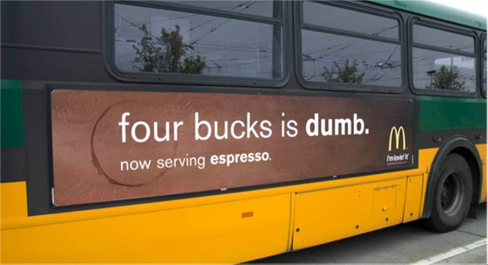 맥도날드 광고_4달러짜리 스타벅스를 마시는 것은 바보다 버스 광고