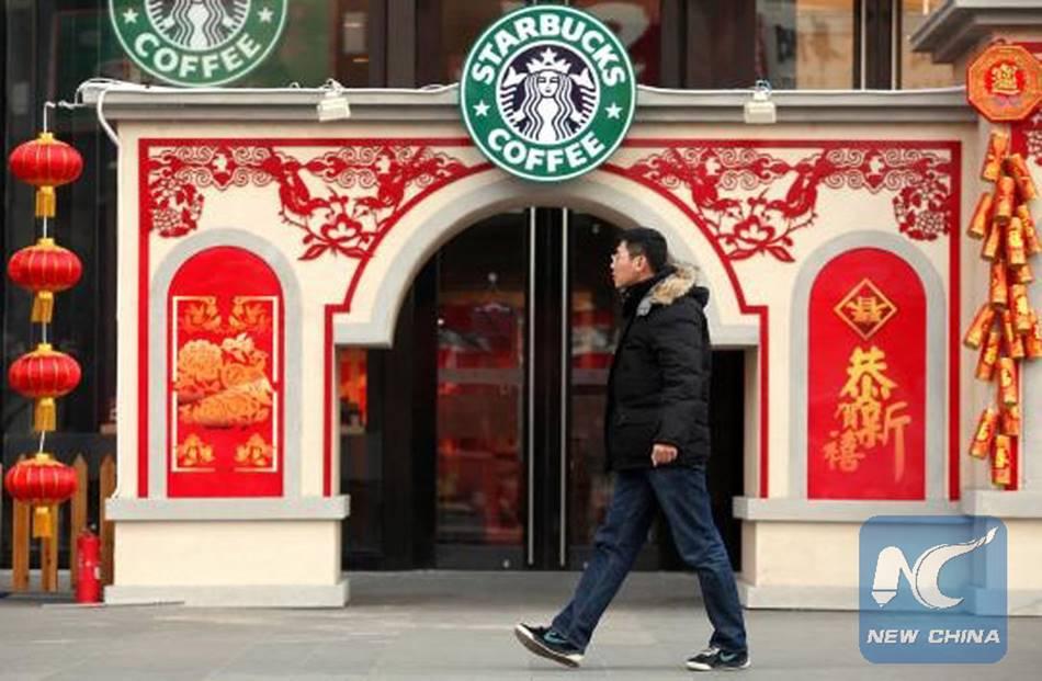 중국 베이징 스타벅스 매장 이미지 붉은 색과 이상한 조화