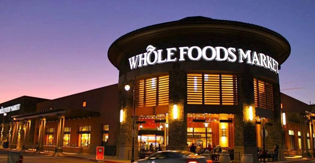 아마존(Amazon)이 인수한 홀푸드(Whole Foods) 매장 야경