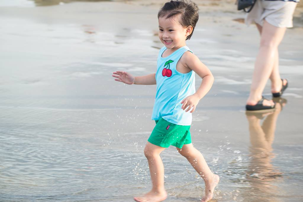 다닝 미키 비치(My Khe Beach) 풍경 - 달리는 꼬마-6649