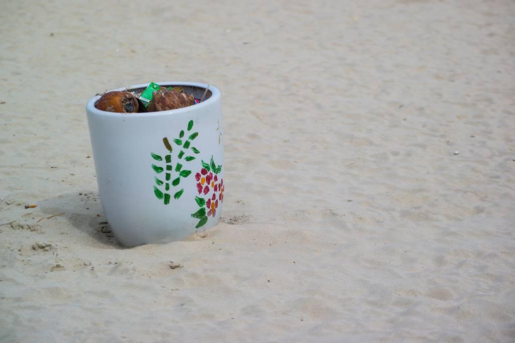 다닝 미키 비치(My Khe Beach) 풍경 - 아기자기한 쓰레기통-3551