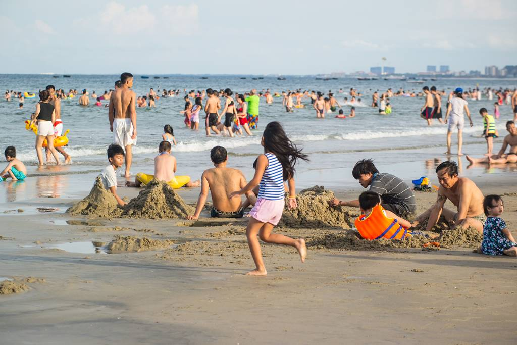 다닝 미키 비치(My Khe Beach) 풍경 - 오후 4시가 넘어가니 사람들이 몰려들기 시작했다-6632