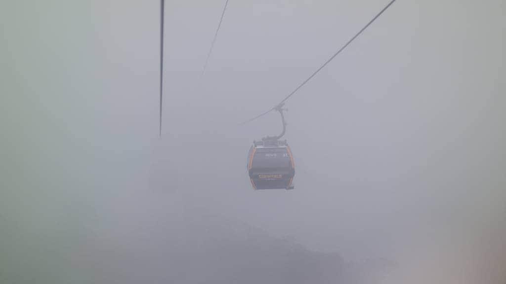 바나힐_바니힐에서 내려오는 케이블카에서 바라본 풍경 안개로 아무것도 보이지 않는다-4432