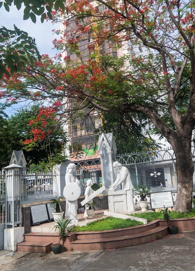 베트남 다낭 여행 - 다낭 대성당 아름다운 꽃 그리고 조각상