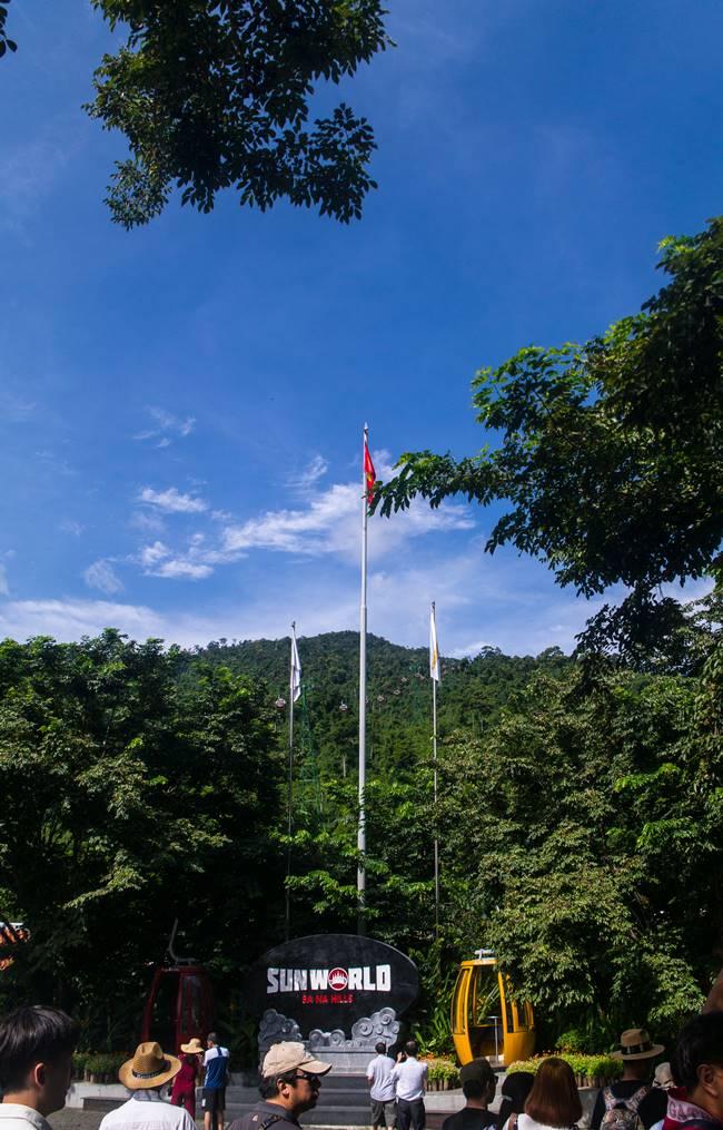 베트남 다낭 여행 - 바나 힐 케이블 타러 가는 길 국기게양대-3925