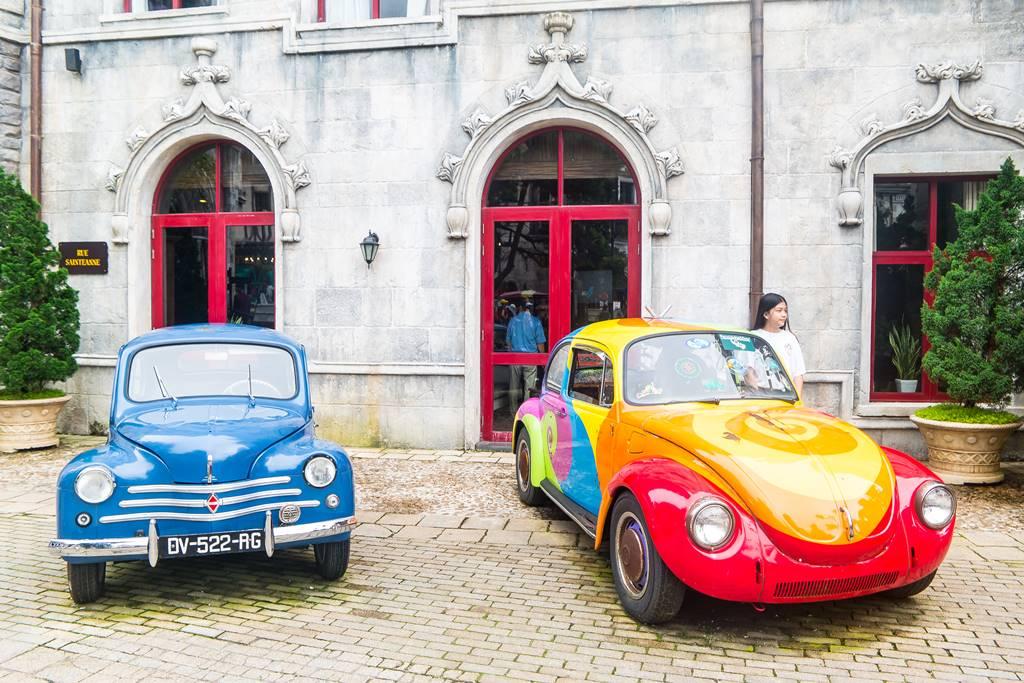 베트남 다낭 여행 - 바나 힐(Bana Hill) 골목 풍경 오랜된 자동차를 보다