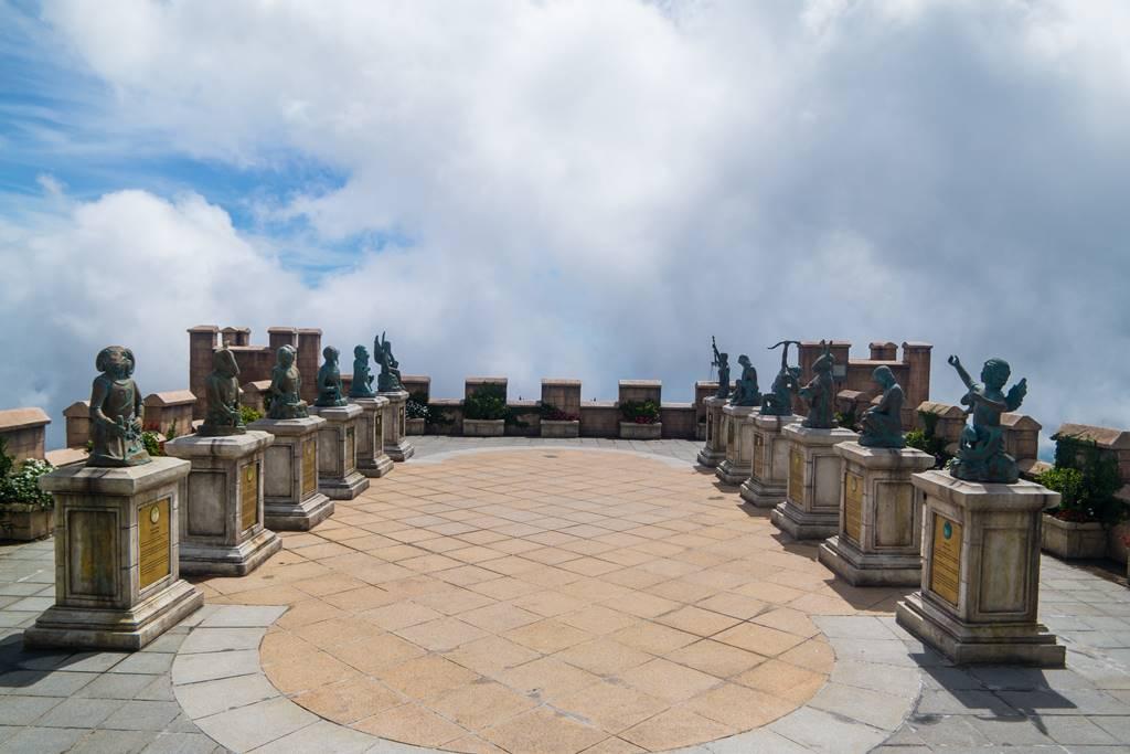 베트남 다낭 여행 - 바나 힐(Bana Hill) Happiy Garden에 세워진 동상들-4081