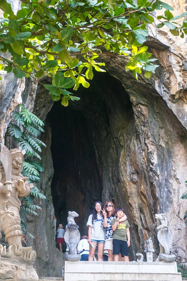 오행산(마블 마운틴) 동굴앞에서 가족 사진
