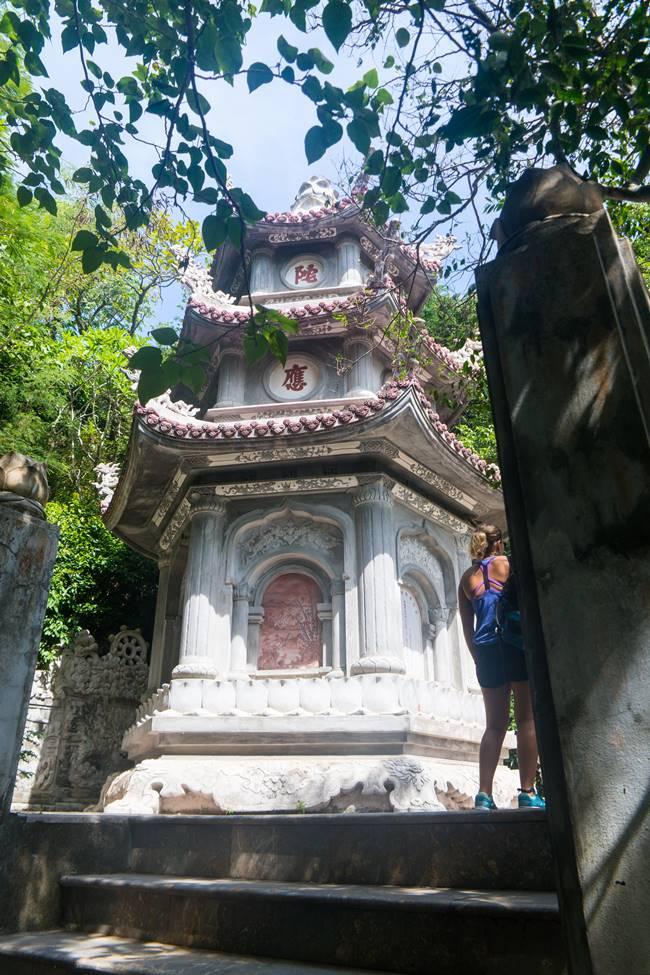오행산(마블 마운틴) 링웅사(Chua Linh Ung, 靈應寺 영응사) 뒤편 3층석탑-5889