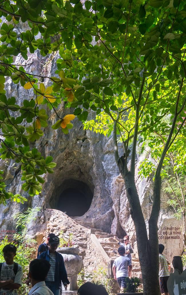 오행산(마블 마운틴) 반통동굴(Van Thong Cave) 입구