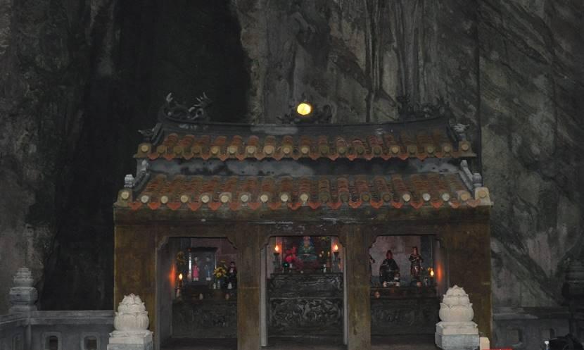 오행산(마블 마운틴) 장주동굴(Tang Chon Cave) 미니 사찰 내부 Crop
