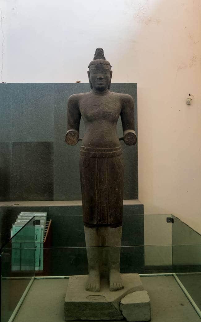 참 조각 박물관 - 8세기 시바신 조각상-6234