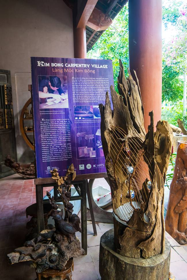 낌봉 목공예 마을 가장 유명하다는 목굥예마을 소개 표지 및 목공예품-5330